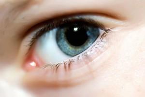 piilolinssien-puhdistus-hoito-ja-kasittely-silma